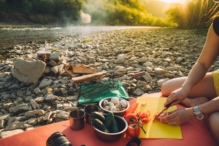 eat healthy while backpacking featured image